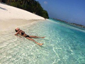 Spiaggia bikini a Huraa